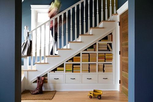 thiết kế tủ sách dưới gầm cầu thang