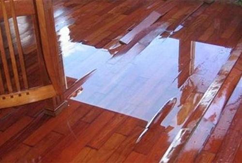Sàn gỗ bị ngấm nước