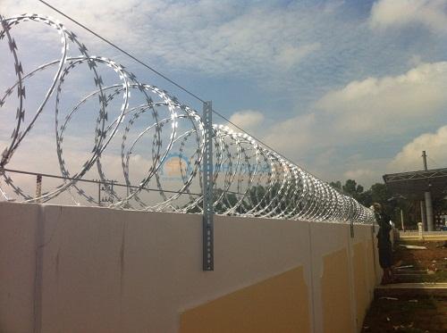 cách làm hàng rào thép gai