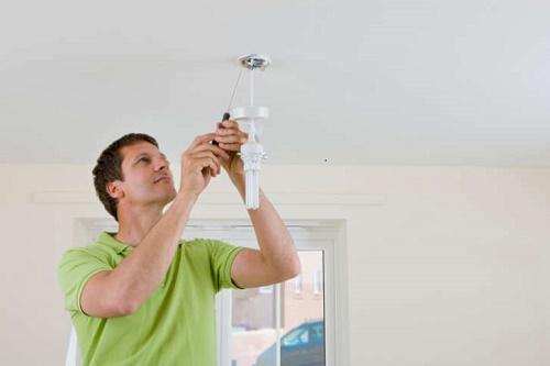 đảm bảo an toàn khi lắp bóng đèn led