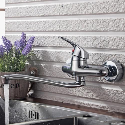 vòi rửa bát gắn tường được dùng phổ biến