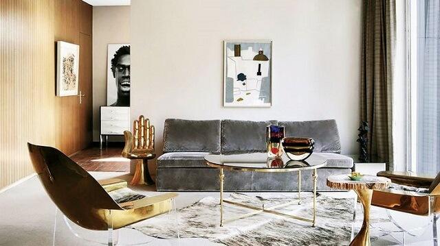 Nội thất có ánh vàng đồng cho phòng khách